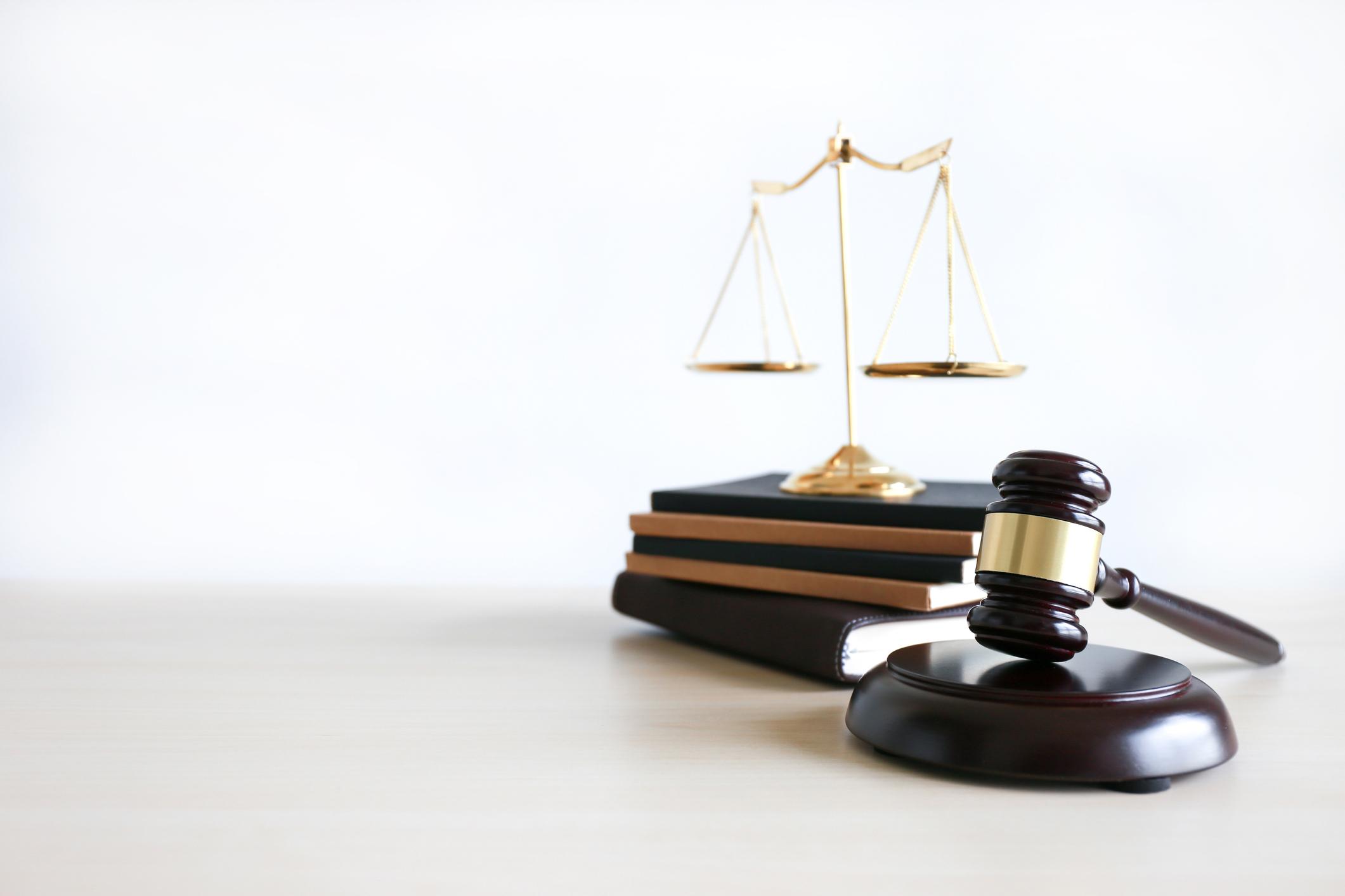 Read more about the article Lakimies, juristi, lupalakimies, asianajaja, varatuomari..  Kuka soveltuu parhaiten hoitamaan juuri sinun asiaasi?